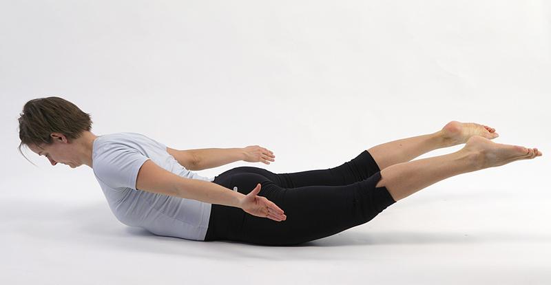 Få øvelser der minimerer ondt i lænden hos fysioterapeut Pernille Springer
